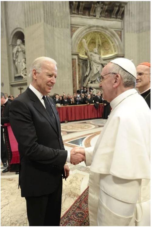 Biden_Francis_Osservatore Romano_Reuters_2014